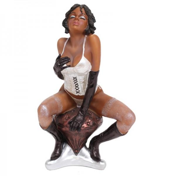 statue pin up brune sur son tabouret. Black Bedroom Furniture Sets. Home Design Ideas