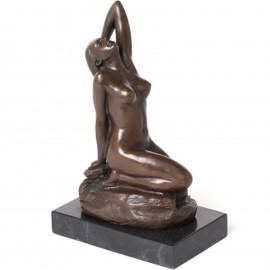 Statue érotique en bronze femme nue à genoux main derrière la tête - 20 cm