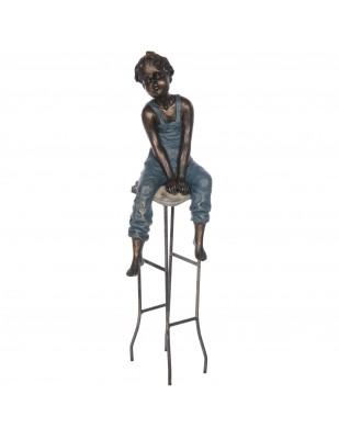 Statue garçon au tabouret en résine et fer - 56 cm