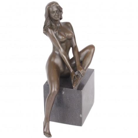 Statue érotique en bronze et marbre femme nue assise Jeanne - 20 cm