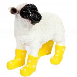 Statue en résine d'un mouton tête noire en bottes jaune 30 cm