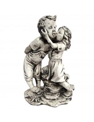 Statue en béton garçon et petite fille le bisous 50 cm