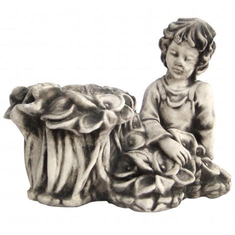 Jardinière en béton garçon assis 40 cm