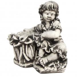 Jardinière en béton fillette assise 37 cm