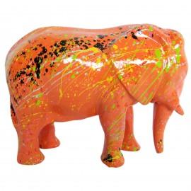 Statue en résine éléphant debout multicolore fond orange 25 cm