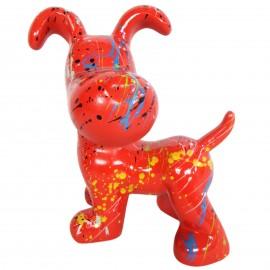 Statue en résine chien snoopy debout multicolore fond rouge - 27 cm